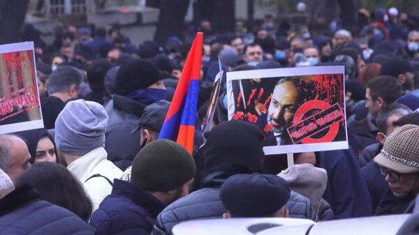 Тысячи митингующих в центре Еревана требуют отставки Пашиняна