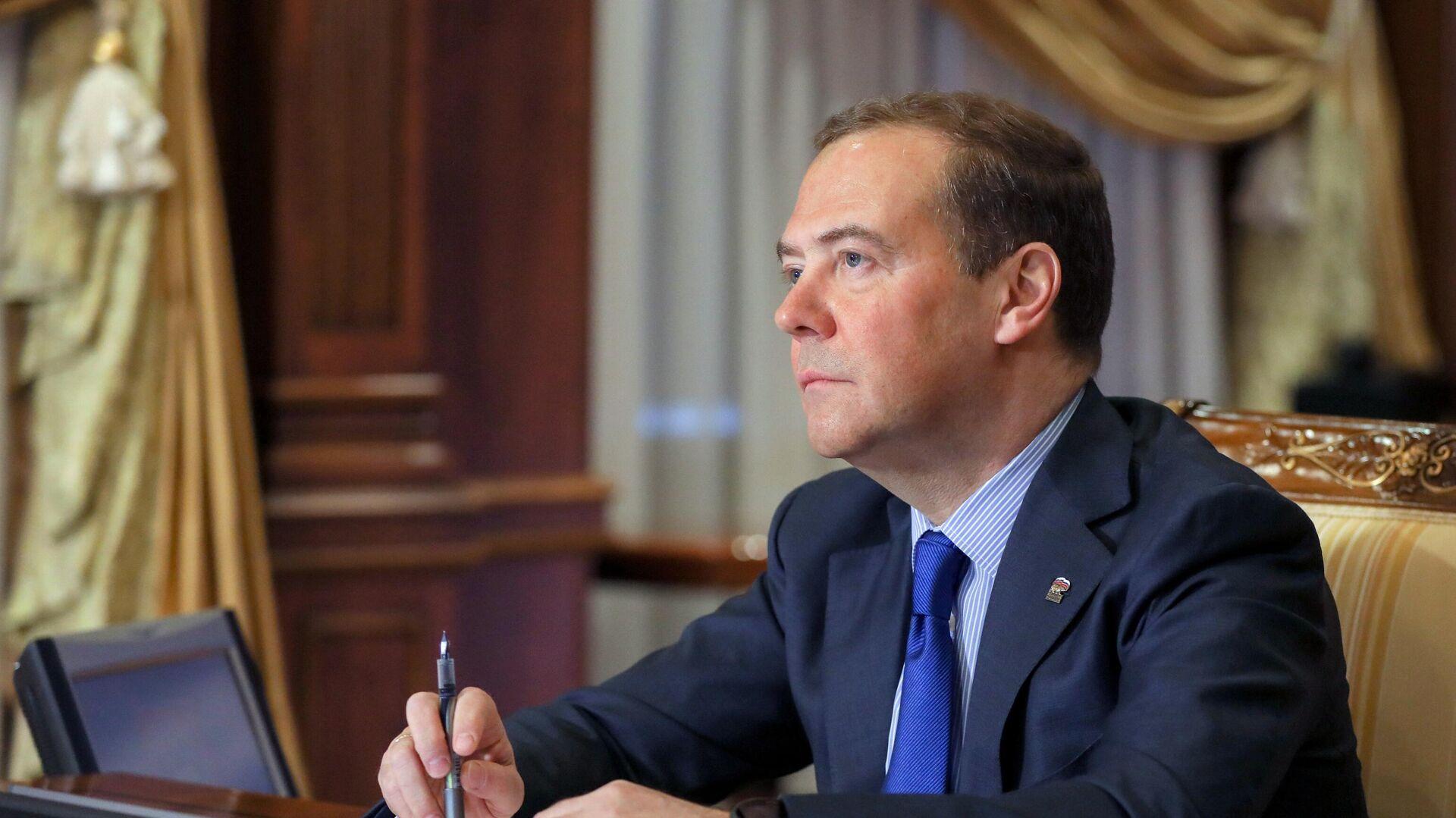 Председатель Единой России Дмитрий Медведев проводит онлайн-прием граждан - РИА Новости, 1920, 27.01.2021