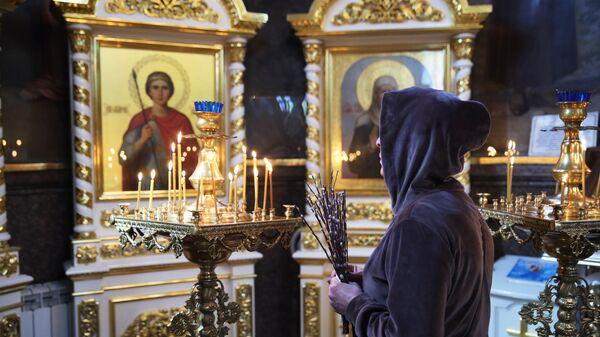 Прихожанка в храме Рождества Христова в Краснодаре