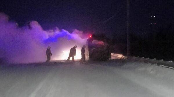 На месте возгорания рейсового автобуса на трассе в Томской области