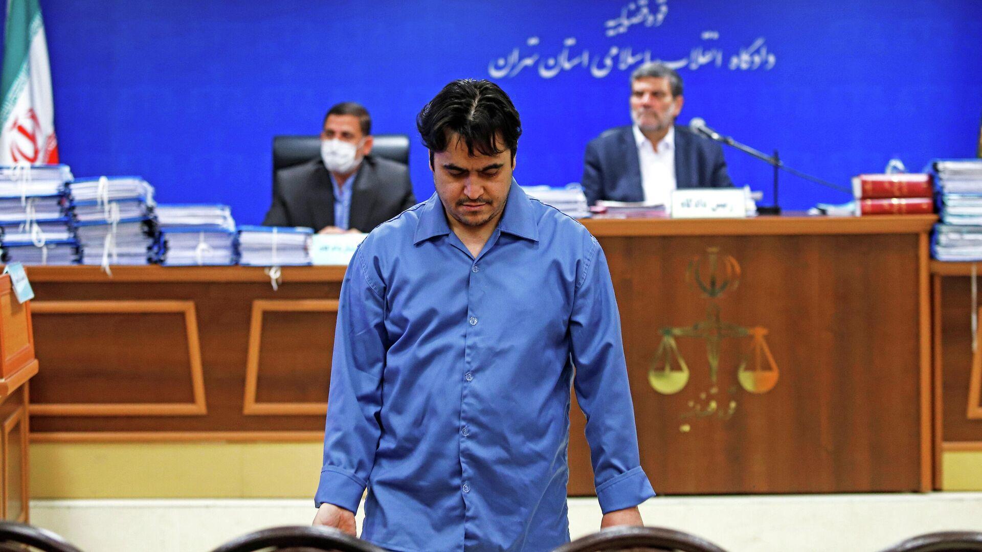 Руководитель новостного портала Амад Ньюз Рухолла Зам в зале суда в Тегеране, Иран. 2 июня 2020 - РИА Новости, 1920, 12.12.2020