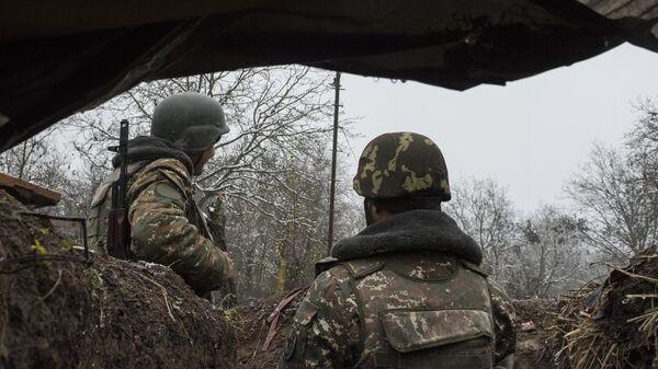Военнослужащие армии обороны непризнанной Нагорно-Карабахской республики в селе Тагавард Мартунинского района в Нагорном Карабахе