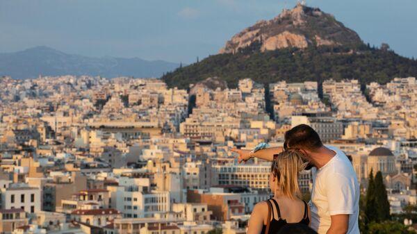 Туристы на холме Акрополь в Афинах