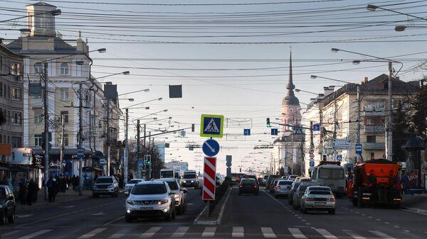 Автомобильное движение по улице Кирова в Калуге