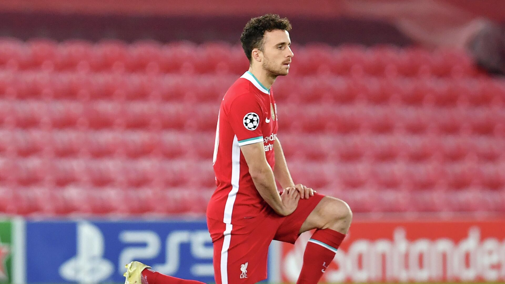 Liverpool's Portuguese striker Diogo Jota 'takes a knee' in support of anti-Racism campaigns ahead of the UEFA Champions League 1st round Group D football match between Liverpool and Ajax at Anfield  in Liverpool, north west England on December 1, 2020. (Photo by Paul ELLIS / POOL / AFP) - РИА Новости, 1920, 14.12.2020