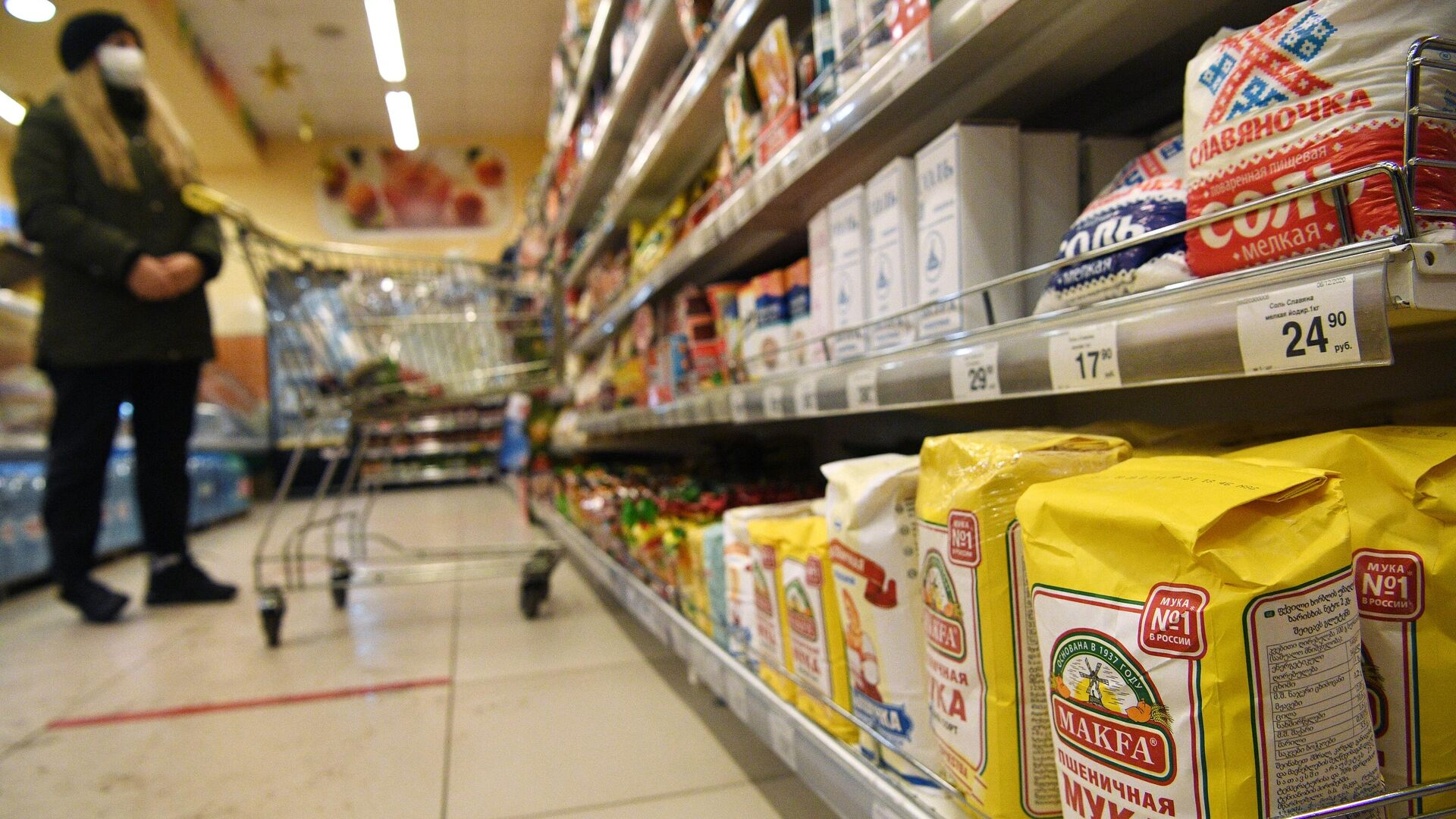 Пенсионеров и малоимущих предложили освободить от НДС на продукты