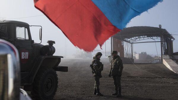 Российские миротворцы на блокпосту №6 на въезде в город Шуша на дороге из Степанакерта в Лачин