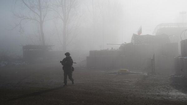 Российский миротворец на блокпосту №6 на въезде в город Шуша