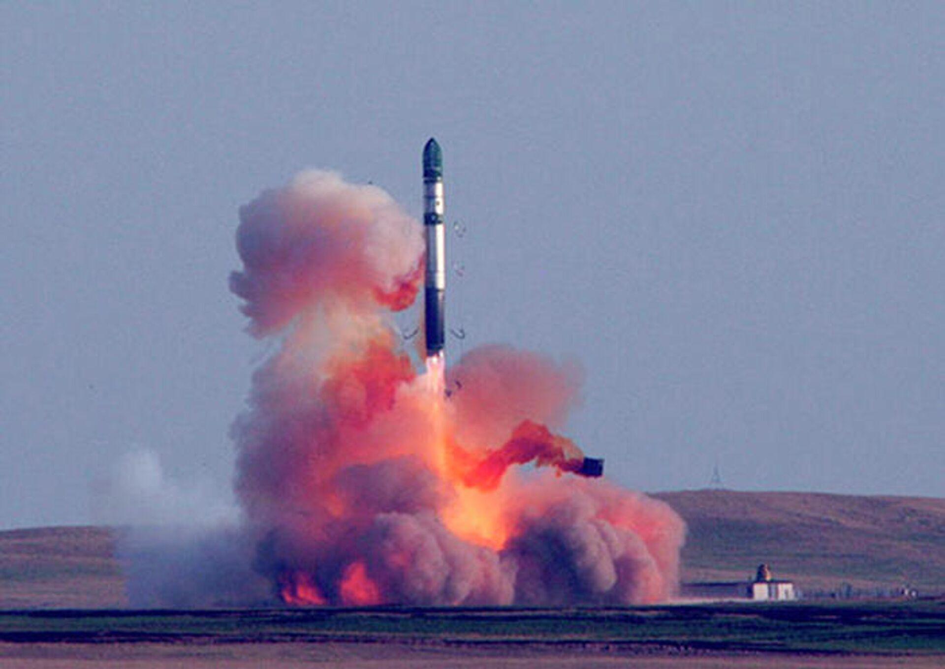 Успешный пуск ракеты РС-20Б из позиционного района Домбаровский Ясненского ракетного соединения - РИА Новости, 1920, 11.03.2021