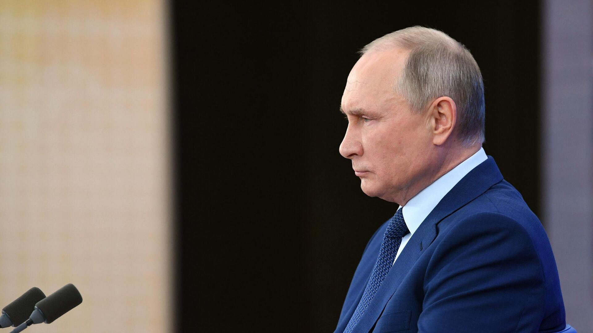 Путин попросил правительство быть готовым к работе в новогодние праздники