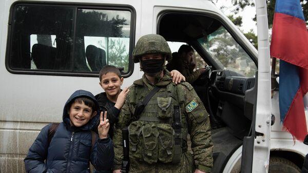 Российский миротворец и школьники села Чартар