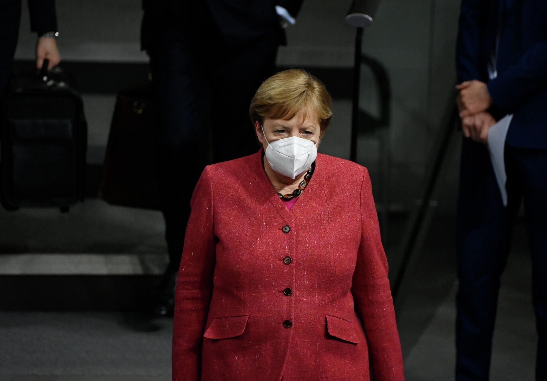 Канцлер Германии Ангела Меркель в защитной маске на заседании в Бундестаге - РИА Новости, 1920, 18.12.2020