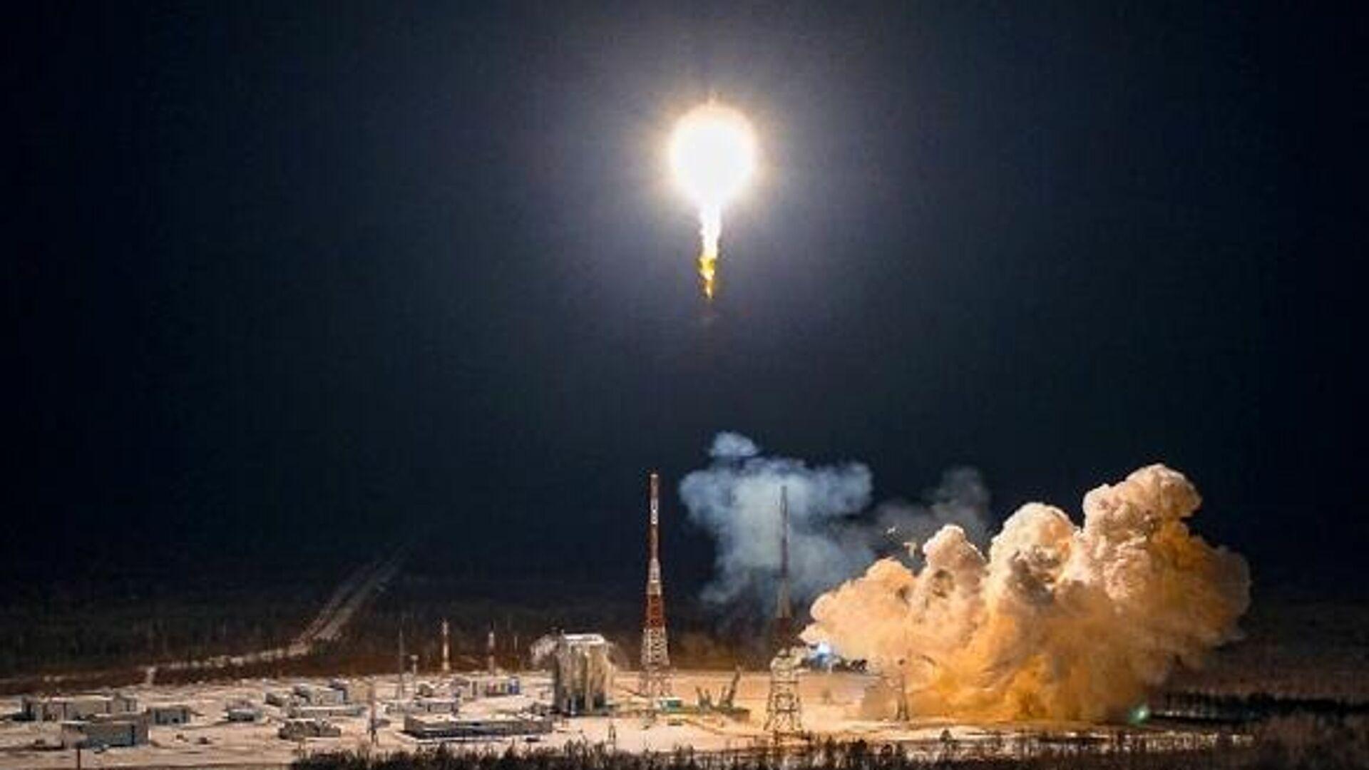 """""""Роскосмос"""" вывел на орбиту 36 британских спутников связи"""