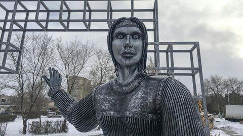 Памятник Аленке в Нововоронеже