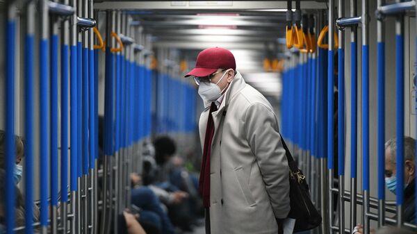 Пассажир в вагоне метро