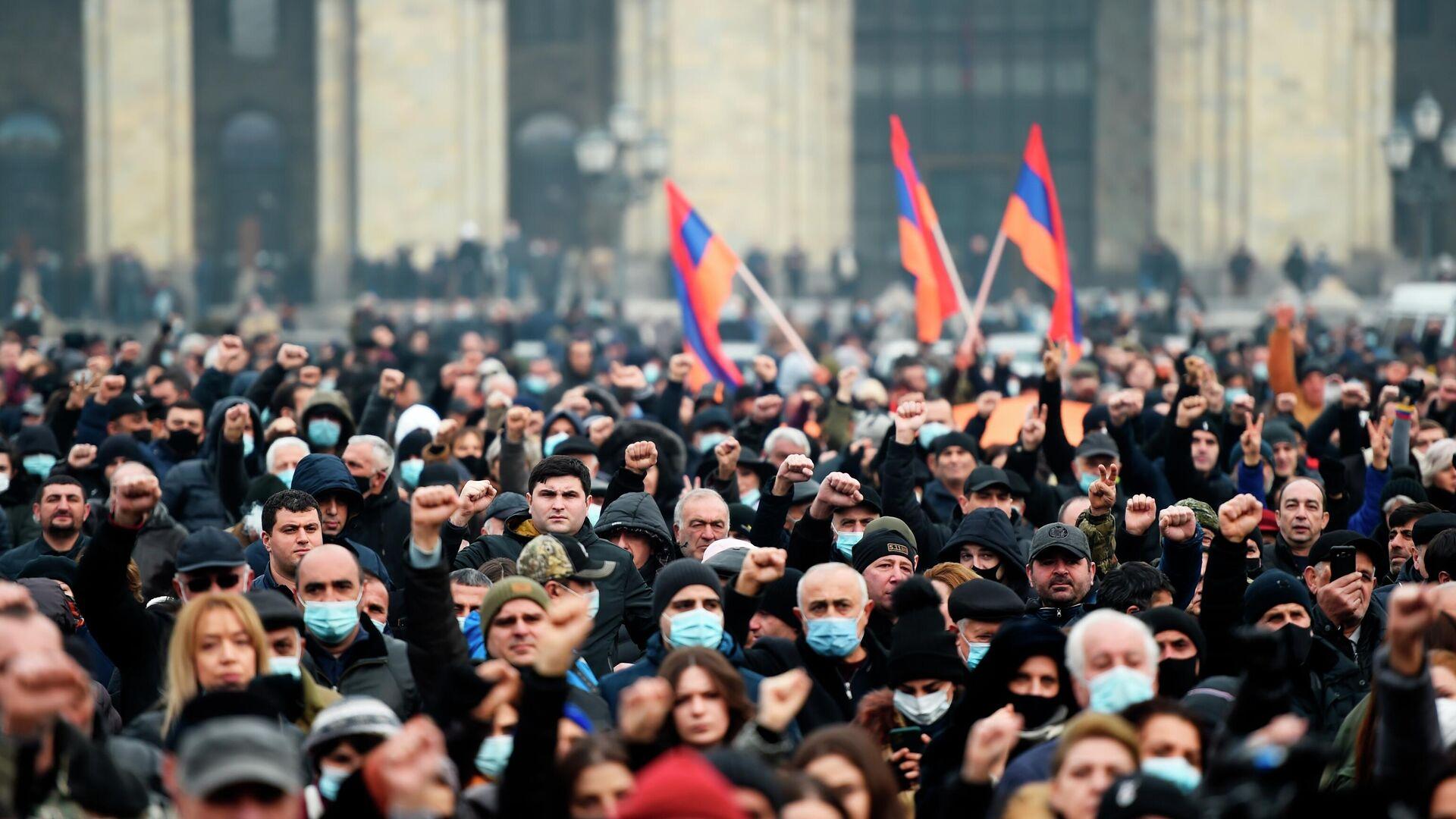 Противники премьер-министра Армении Никола Пашиняна проводят митинг на площади Республики в Ереване - РИА Новости, 1920, 23.12.2020