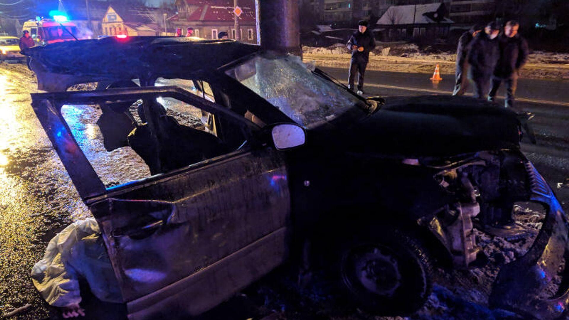 В Архангельске пьяный водитель врезался в столб, погибли три человека