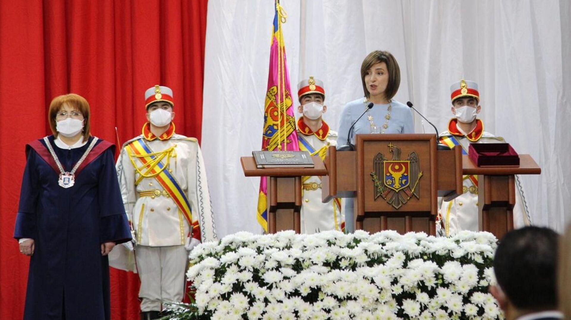 Избранный президент Молдавии Майя Санду на церемонии инаугурации во Дворце Республики в Кишиневе - РИА Новости, 1920, 24.12.2020