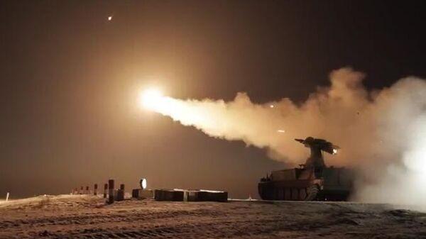 Испытания зенитной управляемой ракеты 9М333 для зенитного ракетного комплекса Стрела-10М на Донгузском полигоне в Оренбургской области. Кадр видео