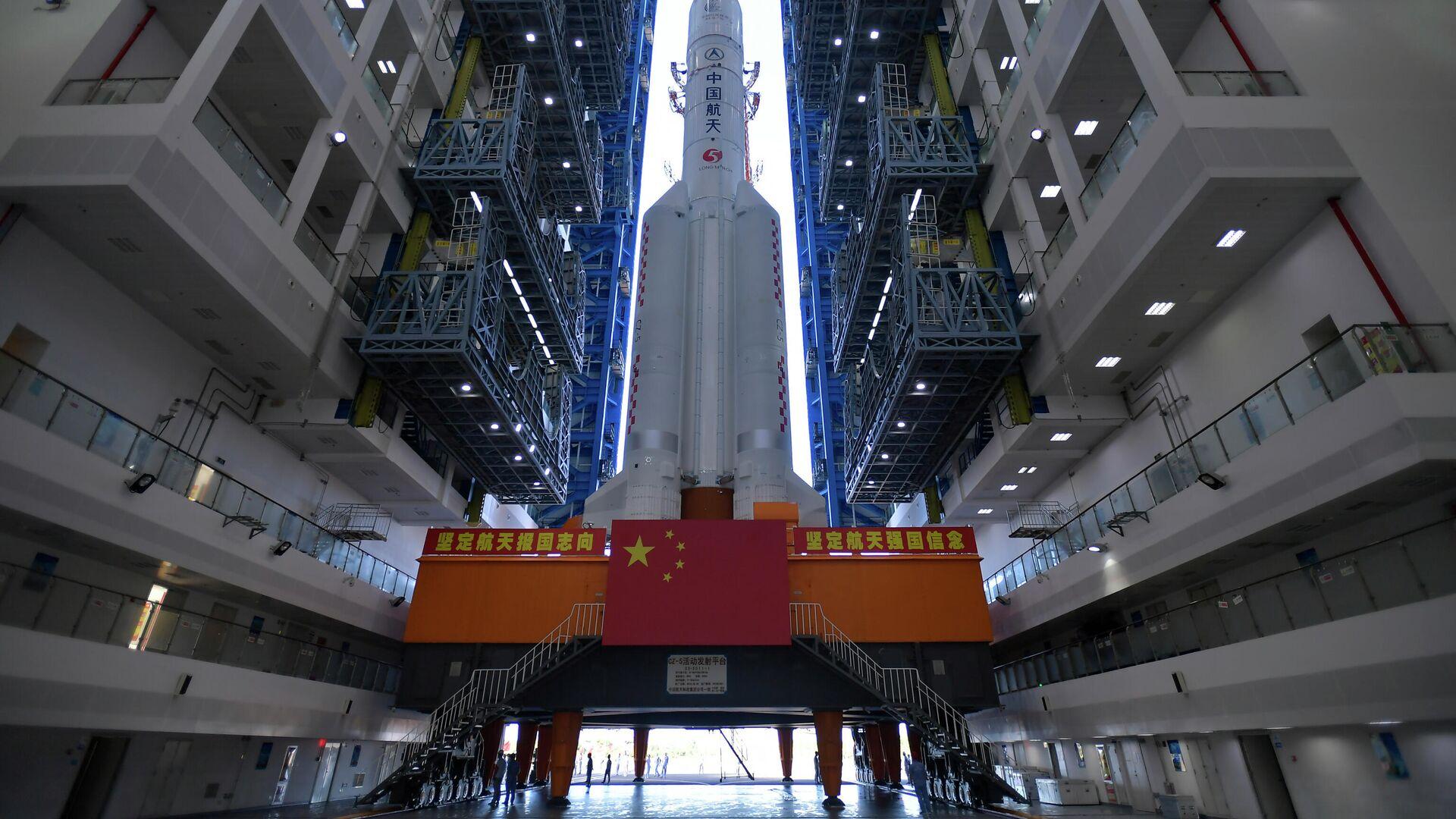 Ракета Long March-5 в космическом стартовом центре Вэньчан в провинции Хайнань - РИА Новости, 1920, 24.12.2020
