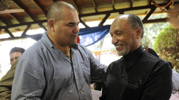 Хосе Луис Чилаверт (слева)