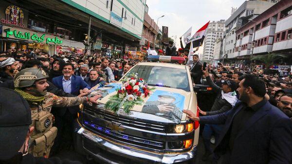 Похороны заместителя главы иракского шиитского ополчения Абу Махди аль-Мухандиса и иранского генерала Касема Сулеймани в Багдаде