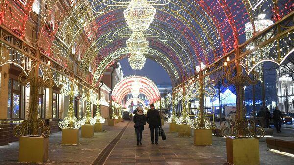 Новогодняя иллюминация на Новой площади в Москве