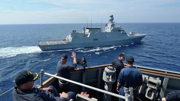 Корвет F511 Heybeliada в Средиземном море, сентябрь 2014 год