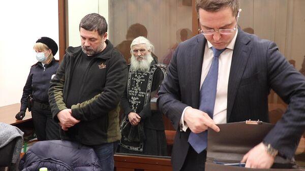 Бывший схимонах Сергий в Басманном суде Москвы, где ему должны избрать меру пресечения
