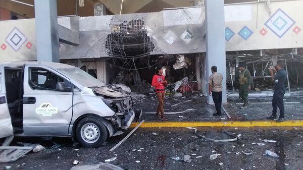 Последствия взрыва в аэропорту города Аден, Йемен