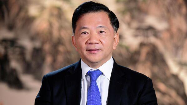 Генеральный директор Медиакорпорации Китая Шэнь Хайсюн обратился с новогодним поздравлением к зарубежной аудитории