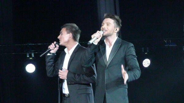 Влад Топалов и Сергей Лазарев на сцене Крокус Сити Холла