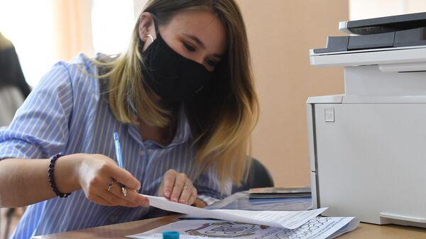 В Роспотребнадзоре назвали условие отмены масок в офисах