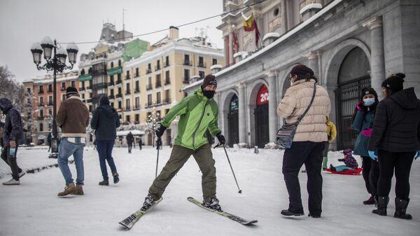 Последствия снежной бури в Мадриде