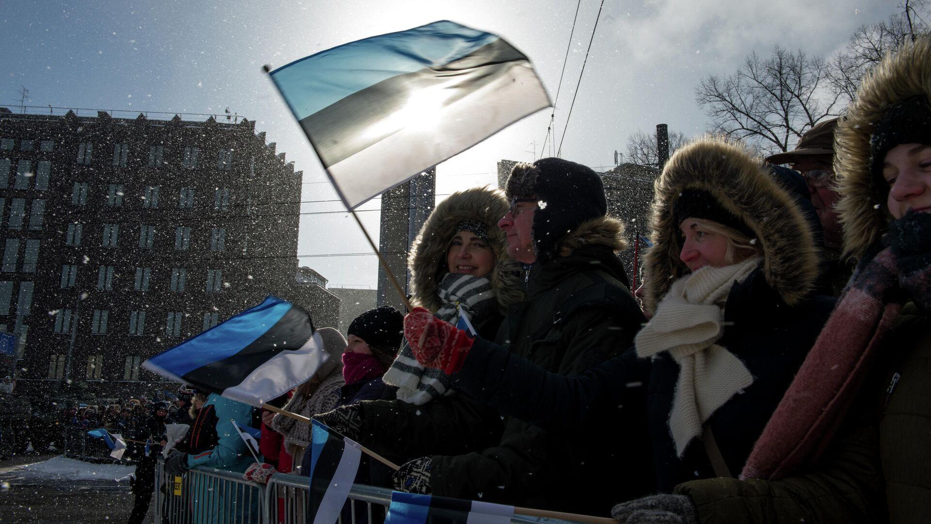 Люди во время парада по случаю Дня независимости Эстонии в Таллине - РИА Новости, 1920, 12.01.2021