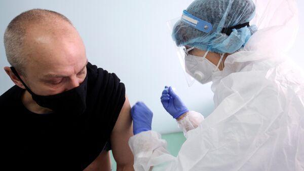 Вакцинация от коронавируса пациента в городской поликлинике №4 в Волгограде