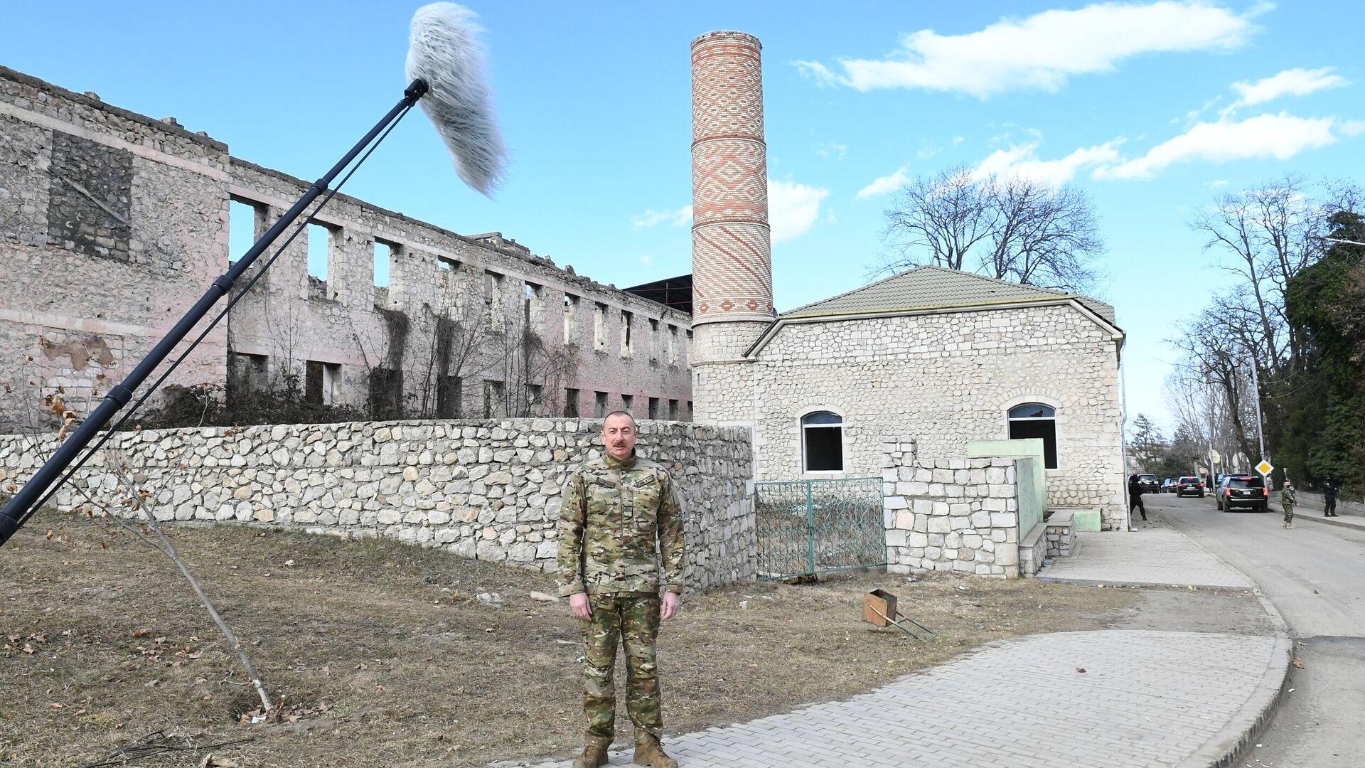 Президент Азербайджана Ильхам Алиев во время посещения города Шуша - РИА Новости, 1920, 19.01.2021