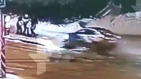 Видео наезда автомобиля на людей в Петербурге