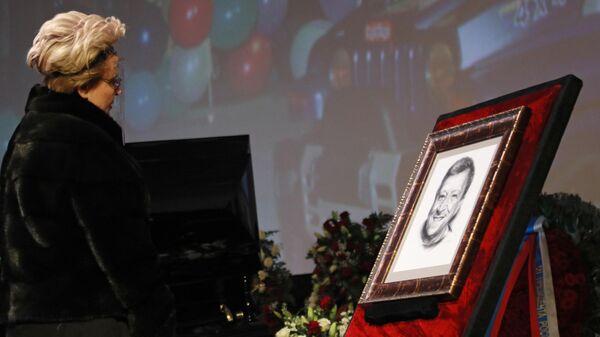 Елена Малышева на церемонии прощания с создателем детского юмористического киножурнала Ералаш, режиссером Борисом Грачевским
