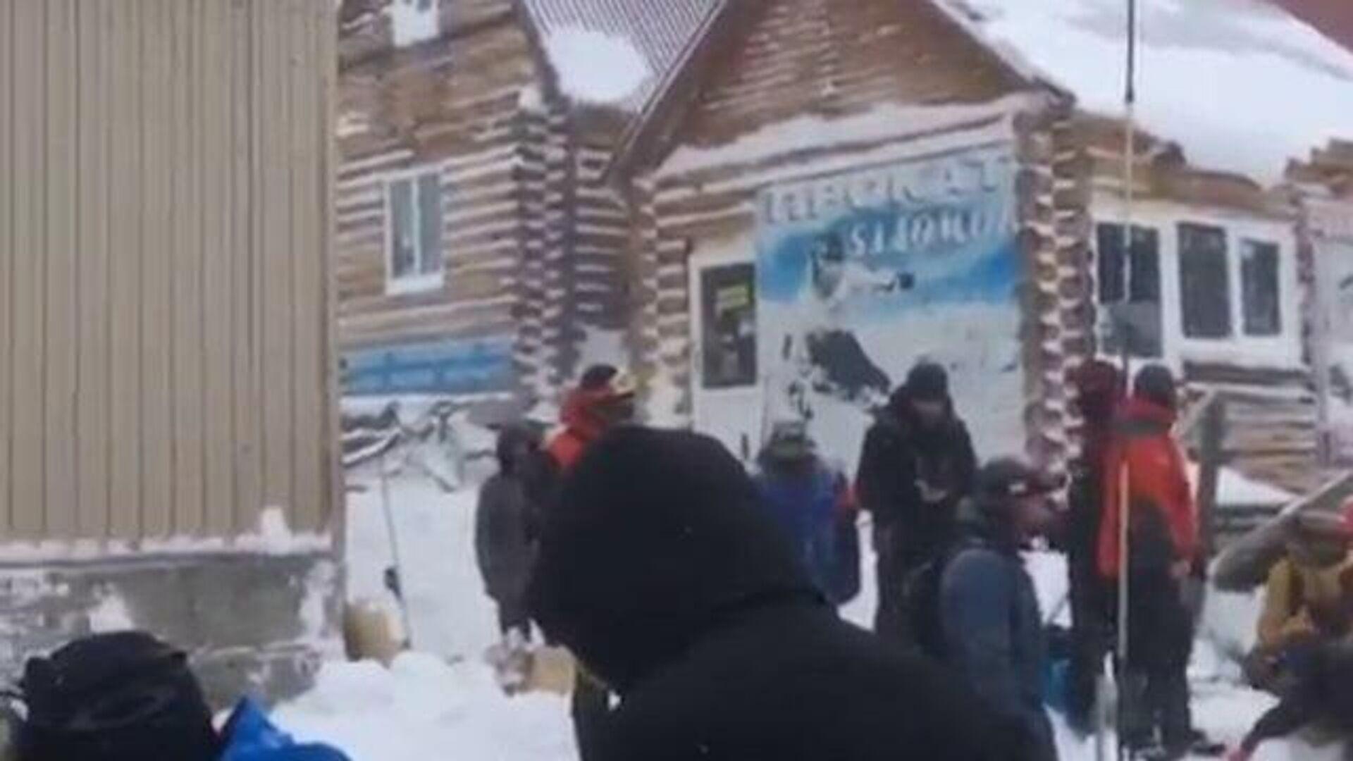Cход лавины на Домбае: под завалами ищут людей  - РИА Новости, 1920, 18.01.2021