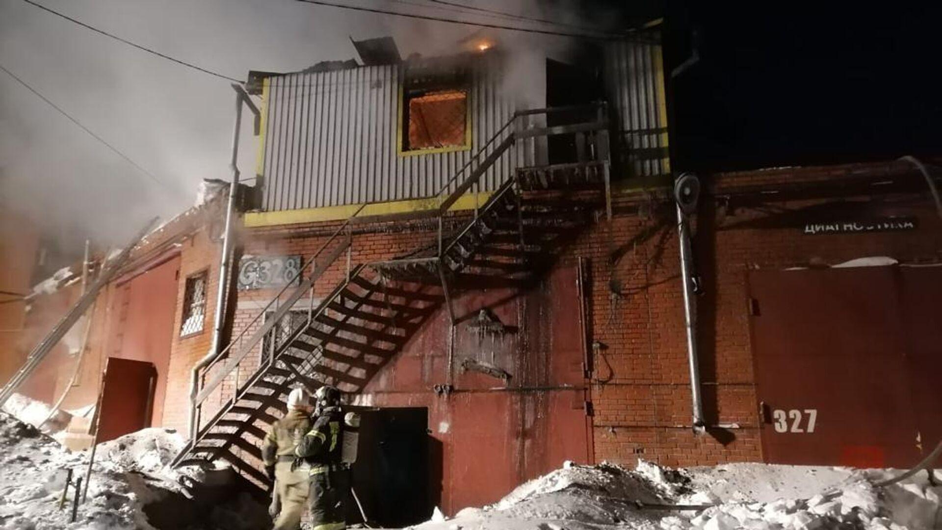 Пожар в гаражном комплексе Дзержинского района Новосибирска - РИА Новости, 1920, 19.01.2021