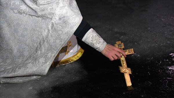 Освящение иордани в Введенском озере возле Покровской Свято-Введенской Островной женской пустыни во Владимирской области