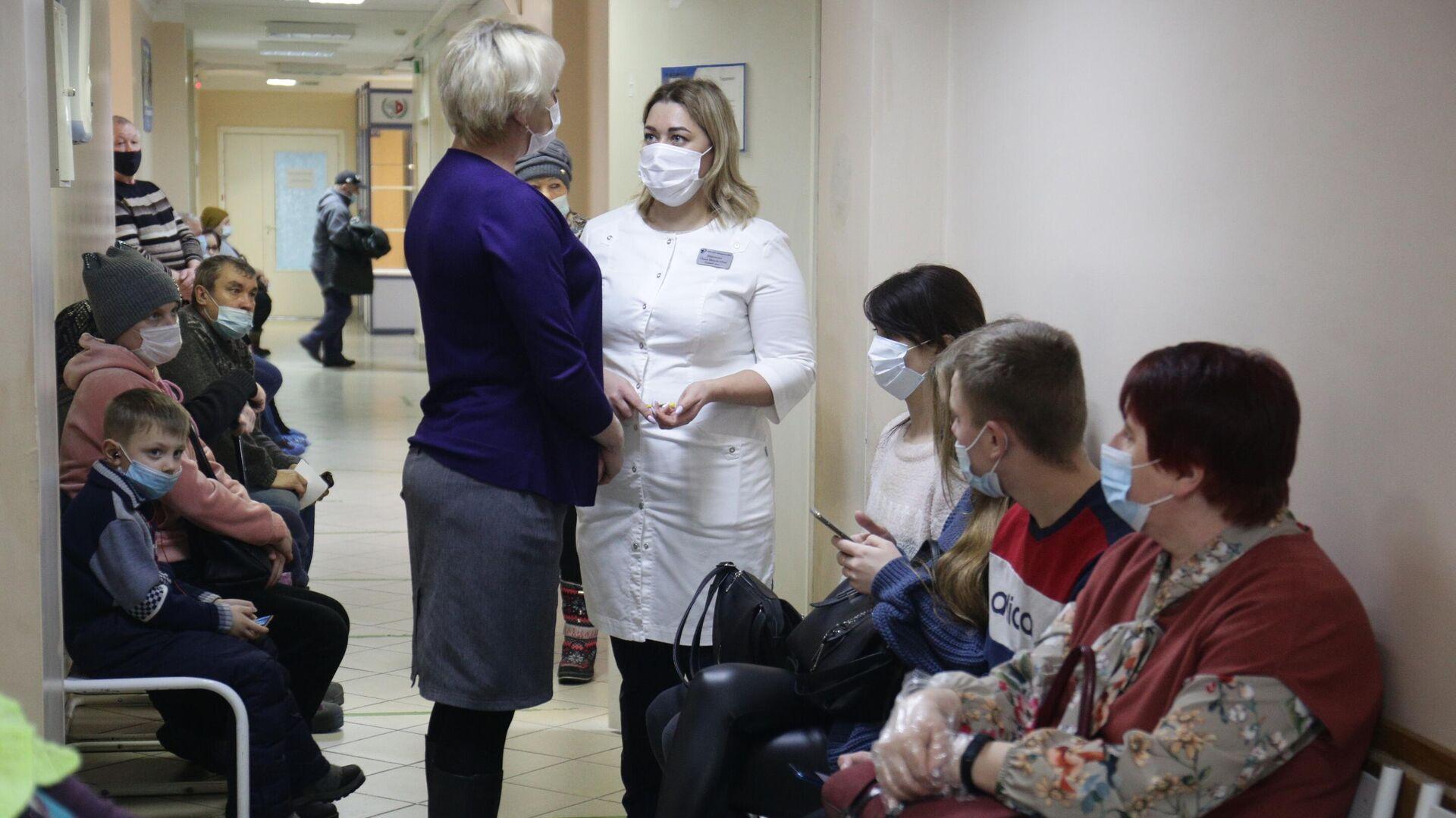 Пациенты и врачи в районной больнице в Мошковском районе Новосибирской области - РИА Новости, 1920, 23.05.2021