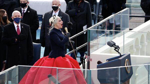 Леди Гага выступает во время церемонии инаугурации Джо Байдена в Вашингтоне