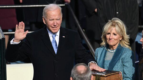 Джо Байден во время церемонии инаугурации в Капитолии в Вашингтоне