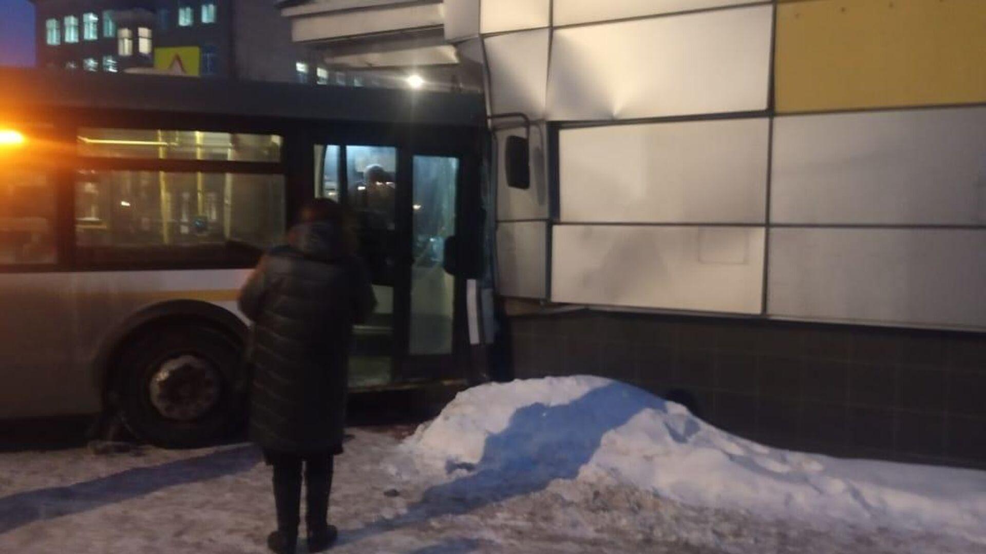 На месте ДТП с автобусом в Элетростали - РИА Новости, 1920, 21.01.2021