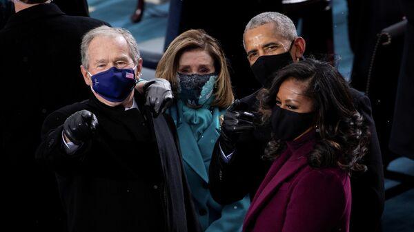 Бывший президент США Джордж У. Буш, спикер Палаты представителей Нэнси Пелоси, бывший президент Барак Обама и Мишель Обама на инаугурации избранного президента Джо Байдена