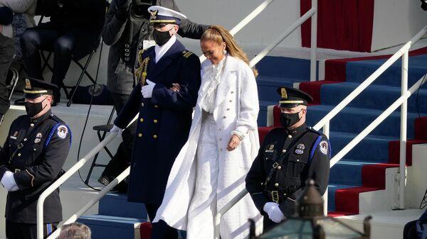 Дженнифер Лопес перед выступлением на 59-й президентской инаугурации в Капитолии США в Вашингтоне