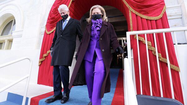 Бывший президент США Билл Клинтон и его жена Хиллари Клинтон перед инаугурацией Джо Байдена