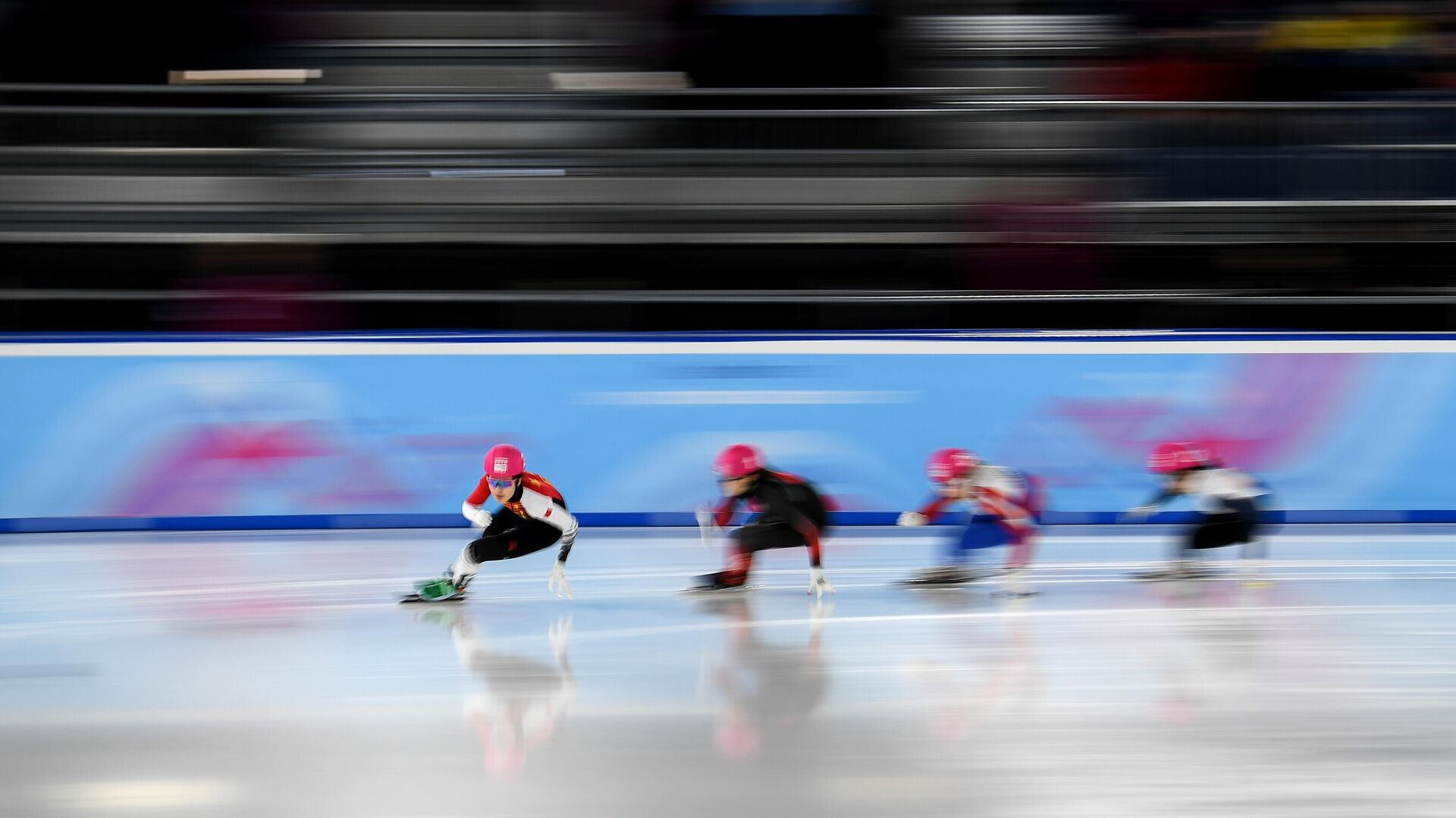 Спортсменки в полуфинальном заезде на 500 м среди девушек на соревнованиях по шорт-треку на III зимних юношеских Олимпийских играх 2020 в швейцарской Лозанне. - РИА Новости, 1920, 22.01.2021